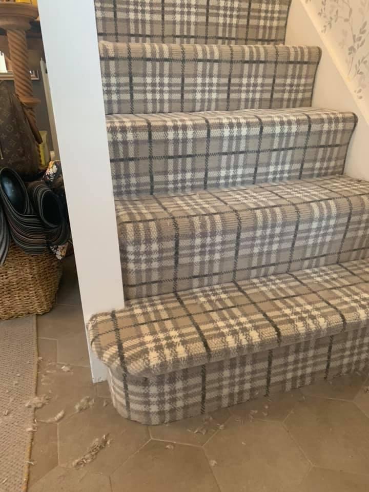carpet plaid on stairs